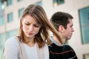・彼氏がいるのに元彼と遊ぶ女性心理③「元彼からの誘いを断れない」