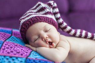 本屋で買える?低価格で熟睡「天使の深睡眠マクラ」の評判と使い方を解説