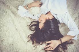 知り合いが白髪になる夢の夢占い