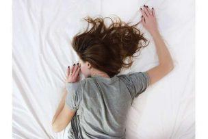 知り合いが白髪になる夢の夢占いの意味6選!他人が白髪になる夢は?