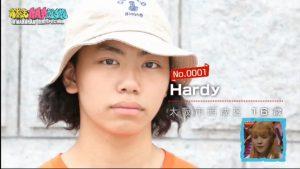 HARDYの髪型③「長めの髪+キャップ」