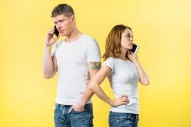 彼氏の女友達との長電話が嫌な場合は冷静な対処を