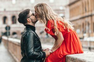 キスマークをつける心理8選!キスマークの場所で分かる意味と男性心理を解説